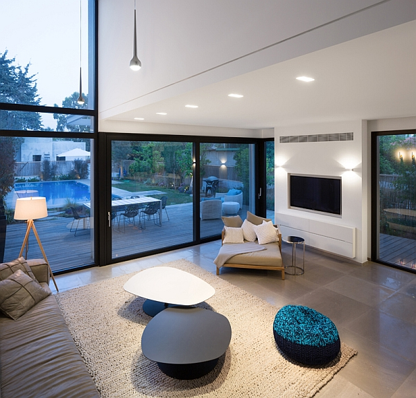 Modern living room with slding glass doors and walls