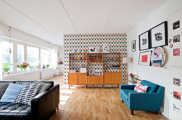 Modern Retro Living Room With A Bright Couch And Interesting Wallpaper Part 52