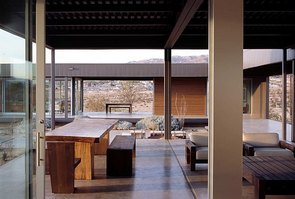 Open interiors of the desert house