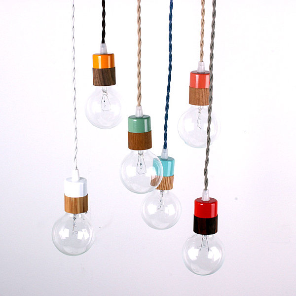 Pendant light with a wooden veneer
