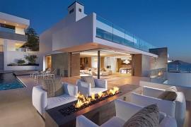 Incredible Beach House In California Brings The Ocean Indoors!