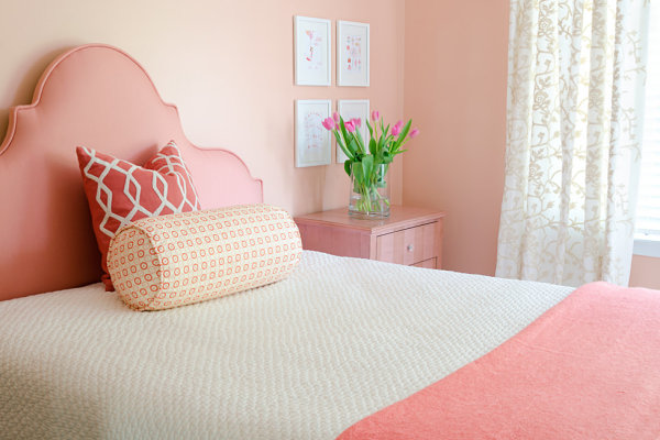 Shades of coral in a soothing bedroon