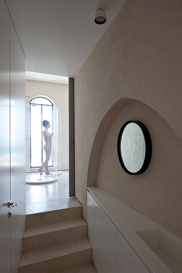 Shower that allows you to enjoy the view