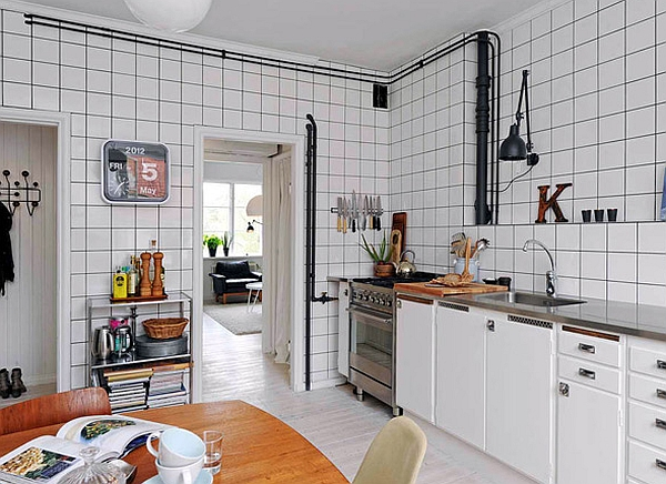 Smart use of tile and exposed pipes to create the retro glamor