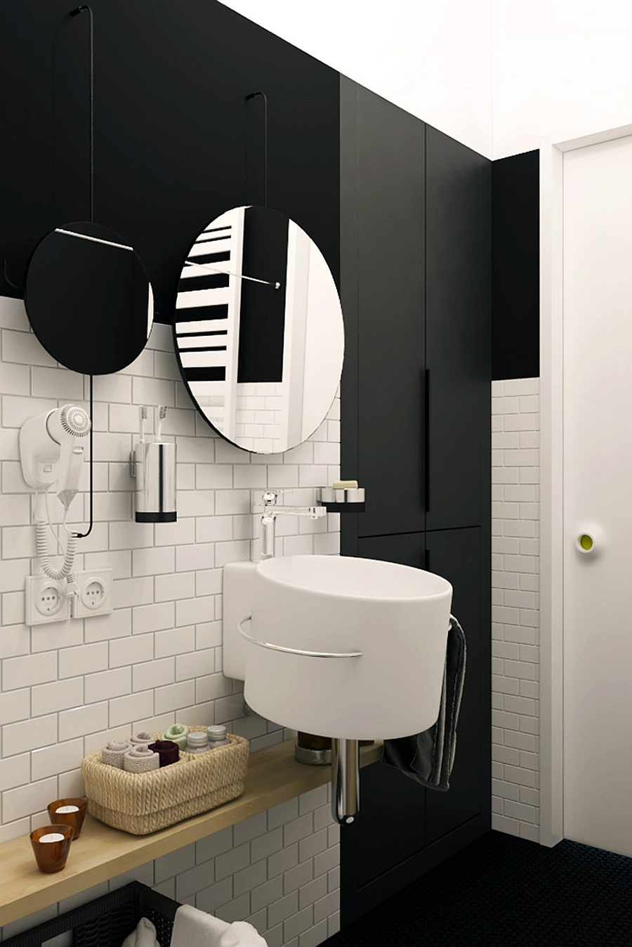 Stylish use of mirrors in the bathroom