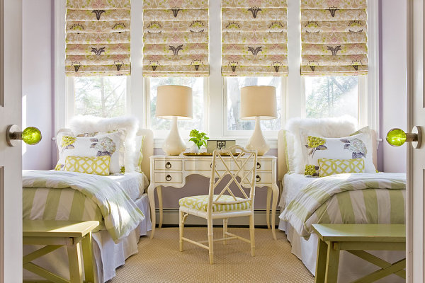 Tropical style in a room with twin beds