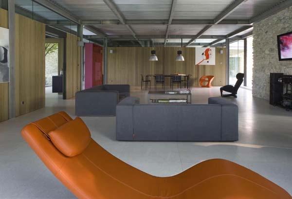 Ultra modern decor inside the steel frame house