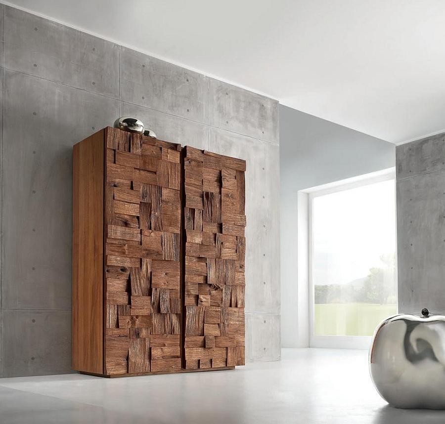 Wooden shelf with oak blocks
