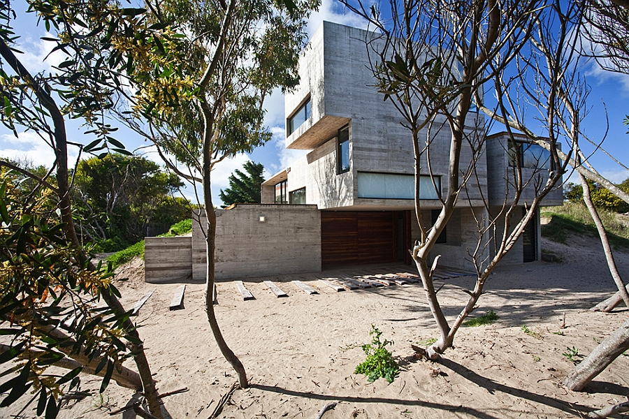 natural surroundings of the concrete house
