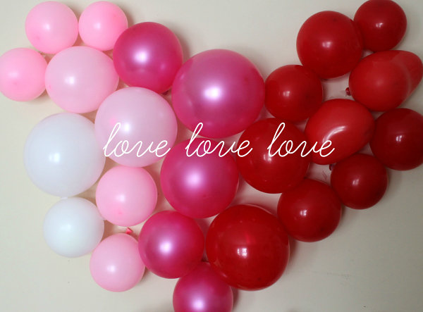Balloon wall heart