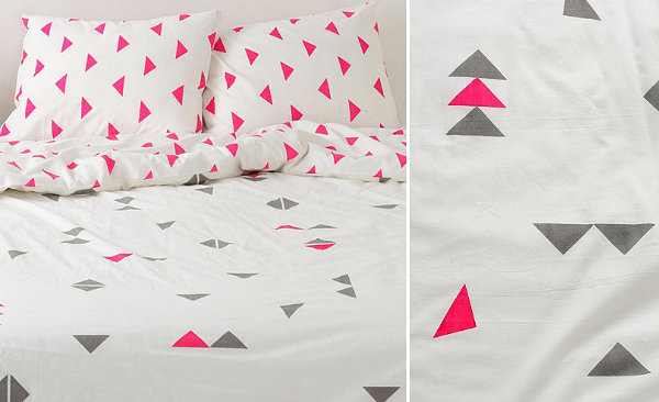 Duvet cover with a triangle pattern