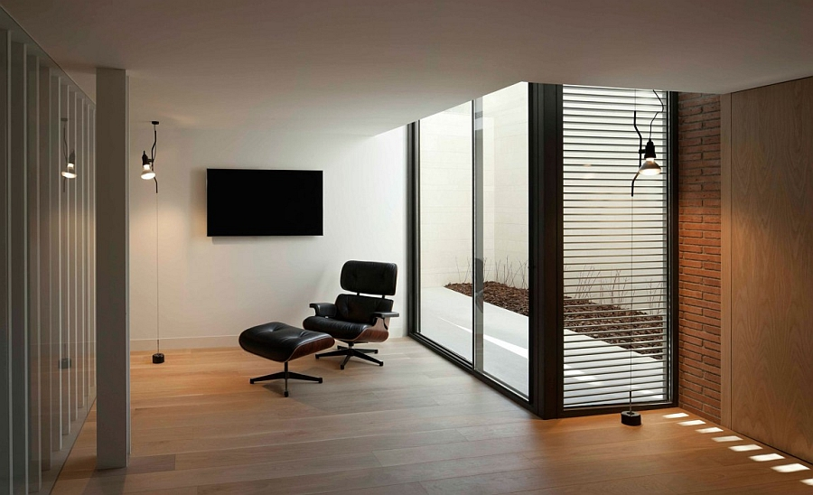 Eames lounger in the room