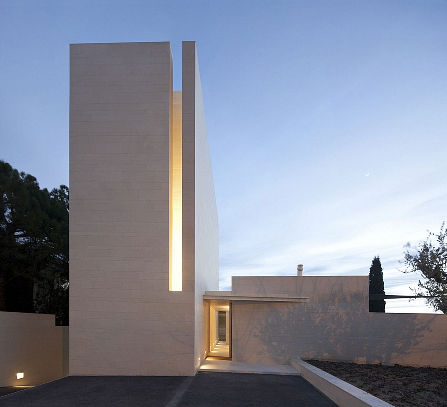 Exterior of the minimalist home in white Fascinating Residence In Barcelona Enthralls With Its Minimal Design!