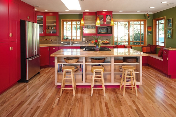 Fuchsia pendants that enhance the kitchen color scheme