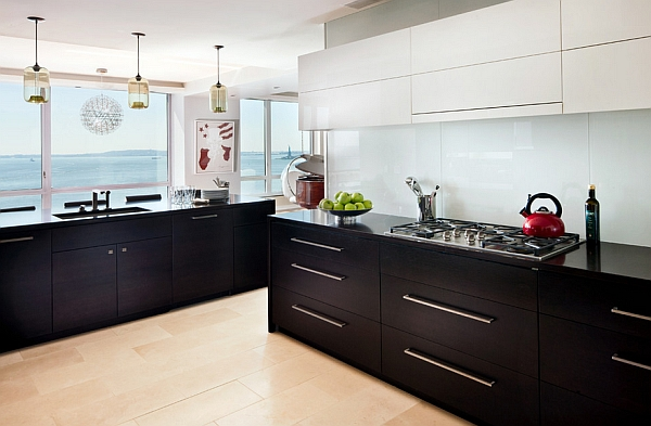 Sensible combination of black and white kitchen cabinets