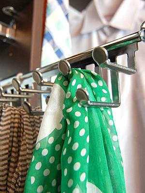 Sliding scarf hanger