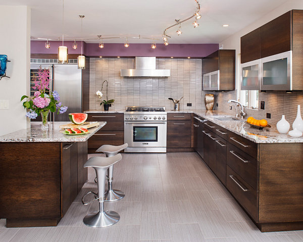 Splash of Radiant Orchid in the kitchen
