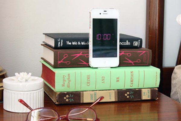 book iphone stand