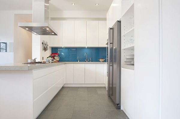 contrasting kitchen floor tiles