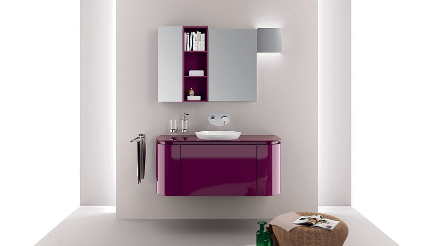 A touch of purple for the trendy bathroom
