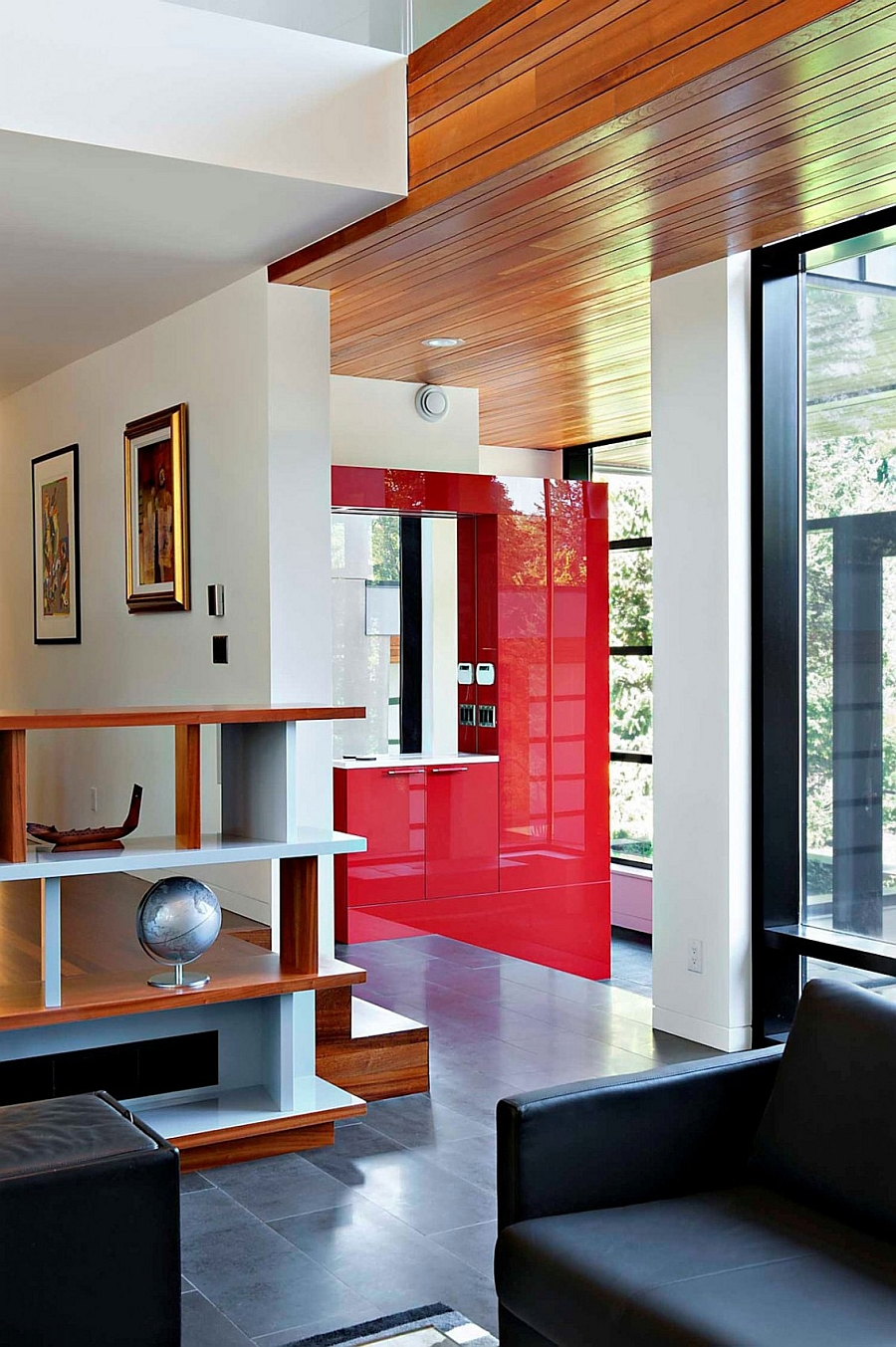 Accents of red inside the contemporary house