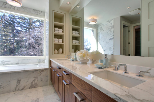 Bathroom with built-in wall shelves