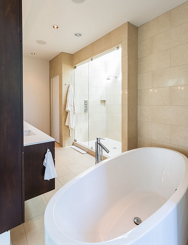 Bathtub that is conected with the bedroom