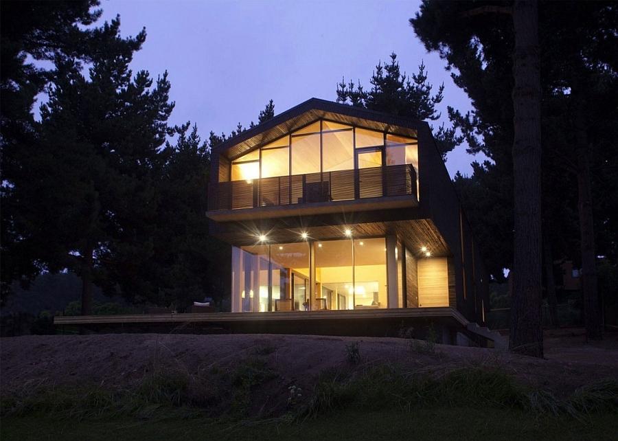 Beautiful Casa Cantagua after sunset