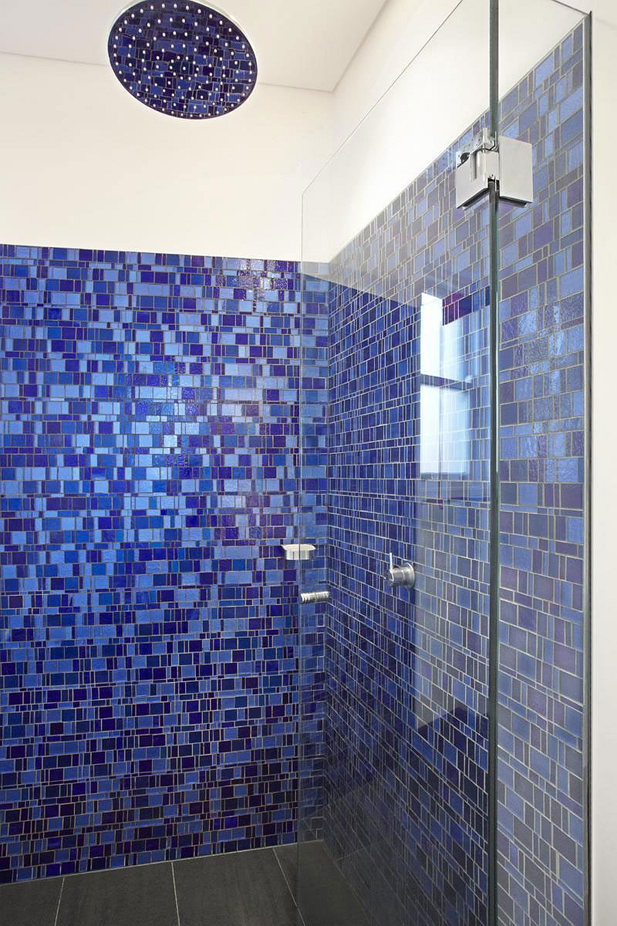 Beautiful blue tiles for the modern bath