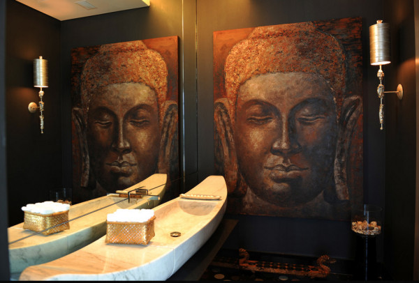 Bold bathroom designs mimicking Balinese motifs