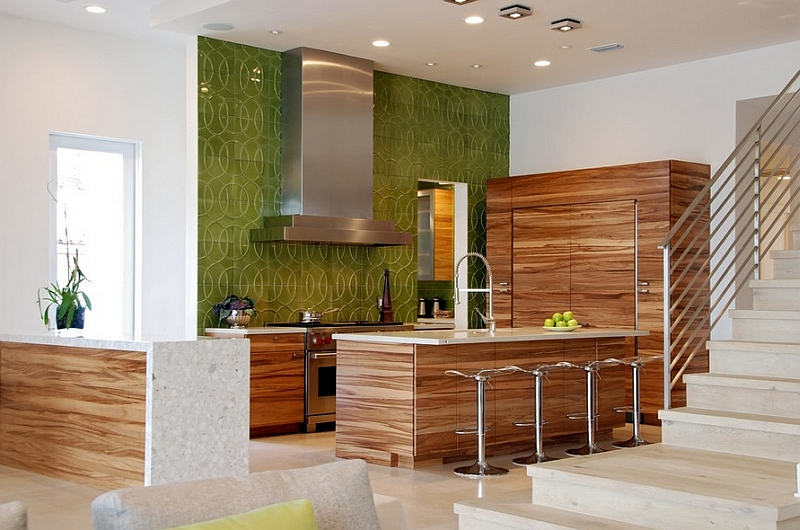 Bold color and pattern for the kitchen backsplash