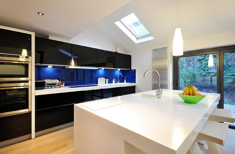 View In Gallery Bold Combination Of Black And Blue In The Kitchen