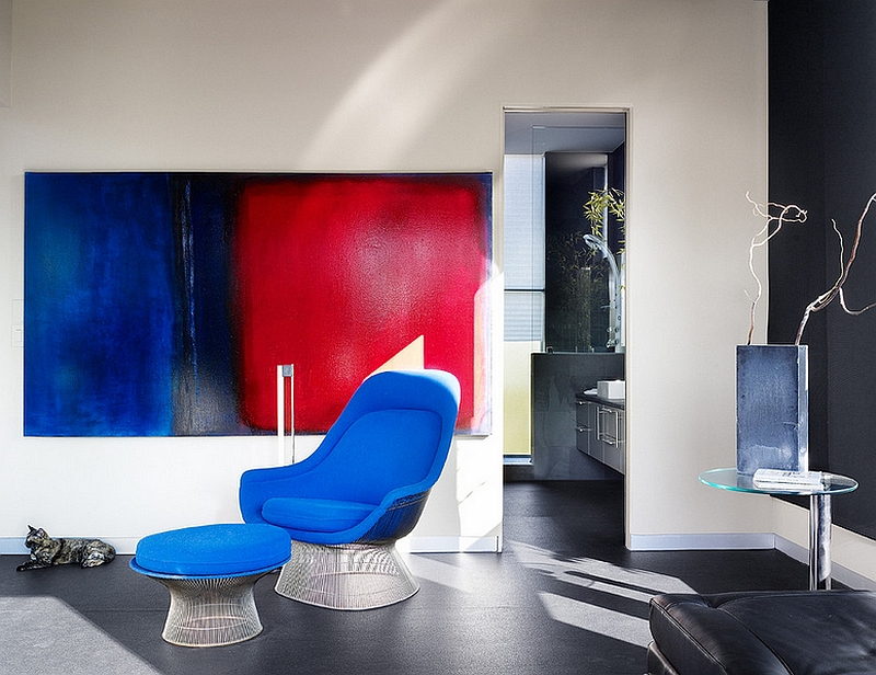 Bold use of color to create an artistic living room