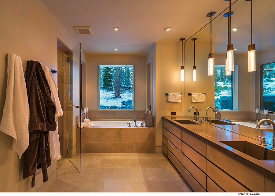 Contemporary bath with warm lighting