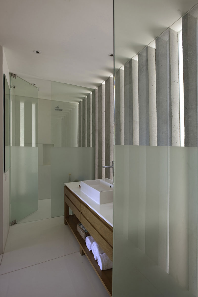 Contemporary bathroom at Casa L