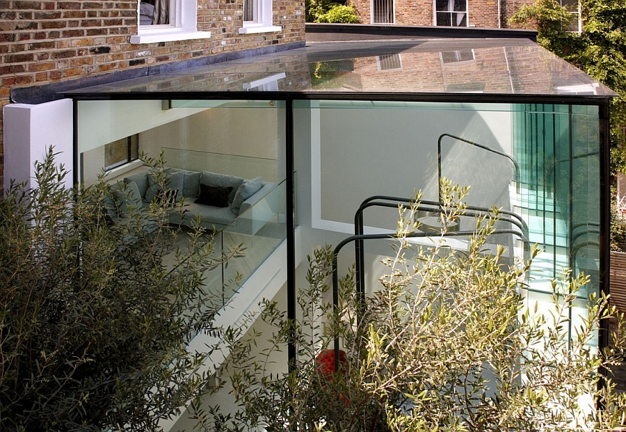 Creative glass box acts as a contemporary extension