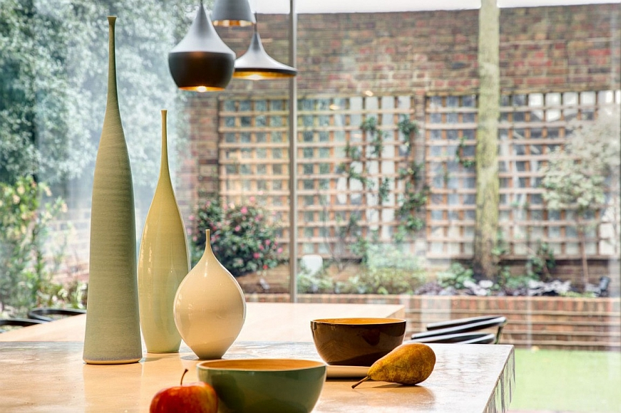 Elegant vases complement the silhouette of the pendants