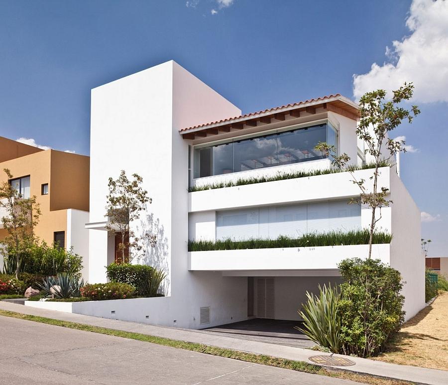 Encinos II by a.a.a Almazán y Arquitectos Asociados Stylish Contemporary Residence Exudes Sleek Elegance And Inviting Warmth