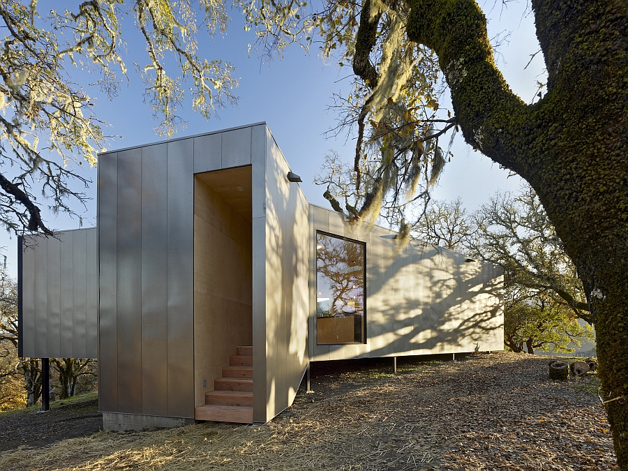 Entrance to the stylish modern californian homee