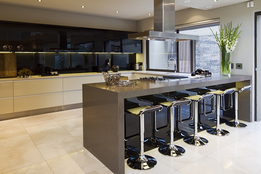 Exquisite modern kitchen in black and white