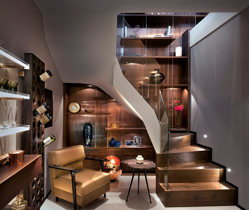 Fabulous staircase leading into the basement