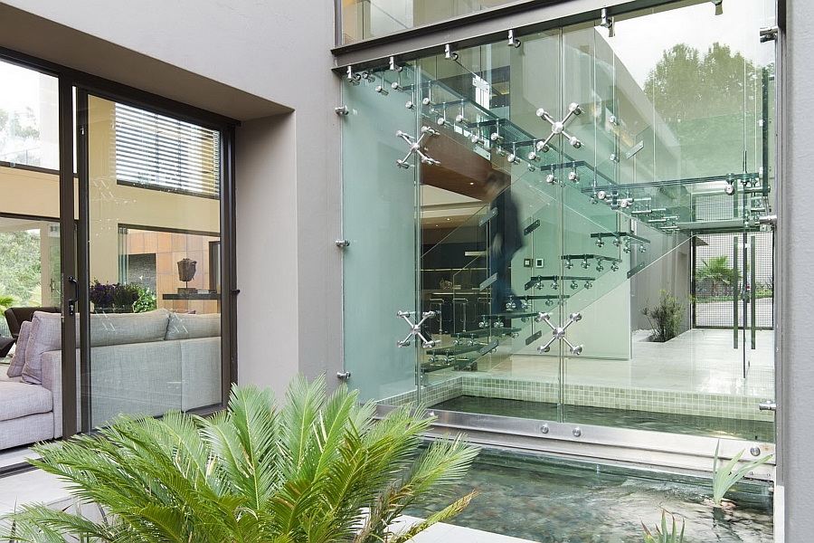 Dramatic Contemporary Residence Amazes With Stunning