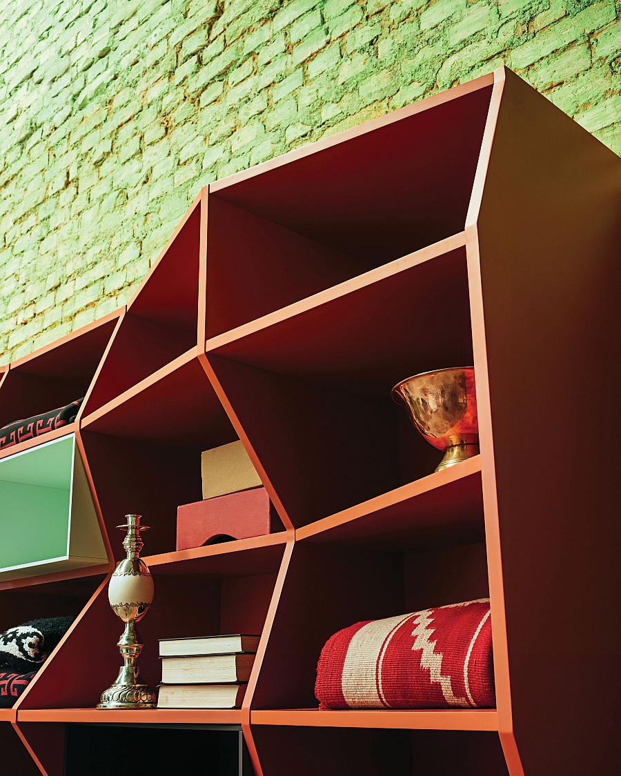Informal and cool design of the ZigZag Bookshelf