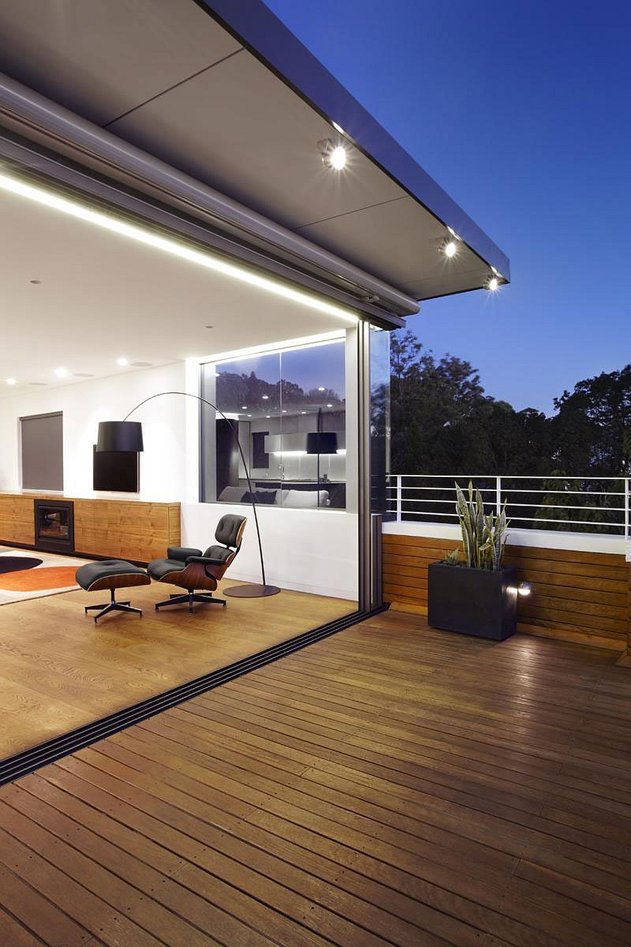 Large balcony of the Bellevue Hill Apartment in Sydney