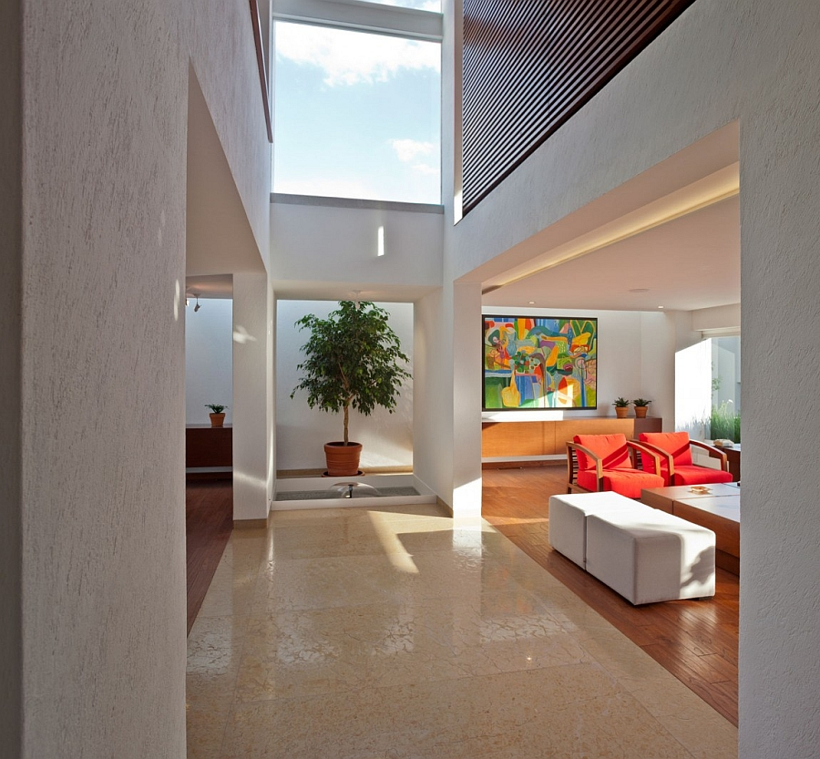Large skylight ushers in ventilation