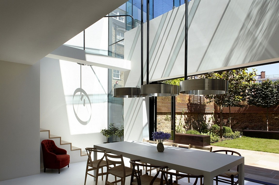 Lovely dining area with wishbone chairs at the table