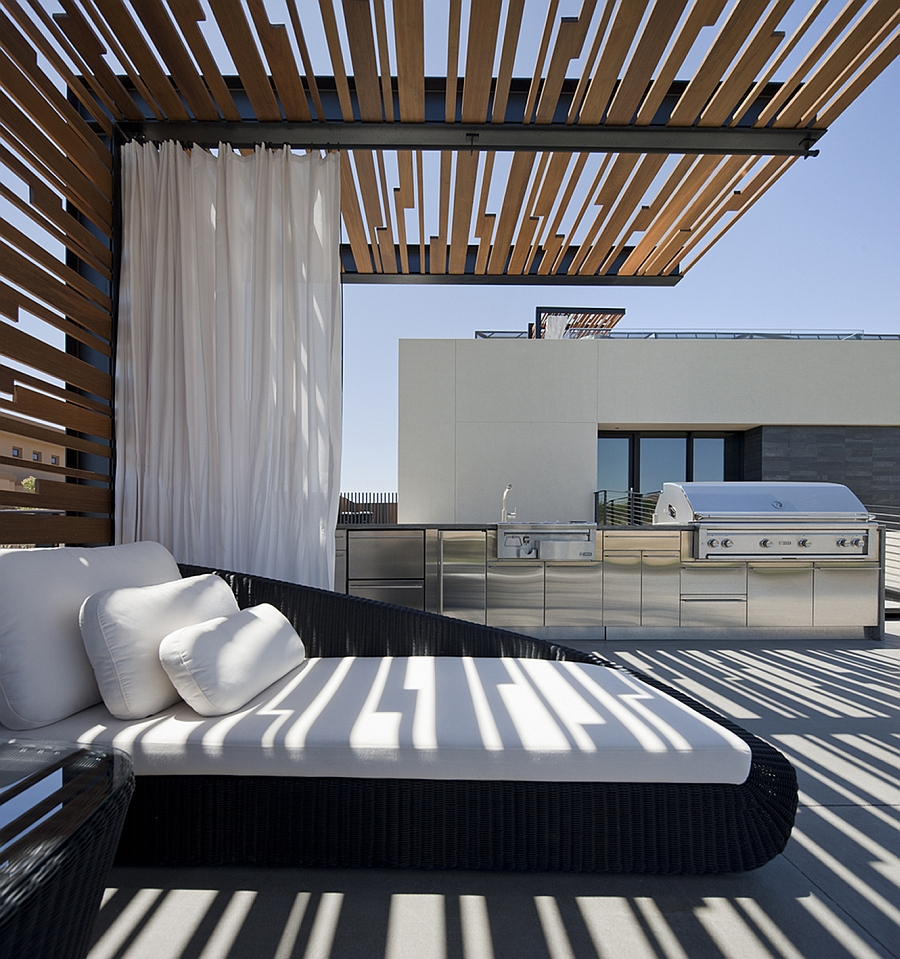 Luxurious daybed offers ample privacy