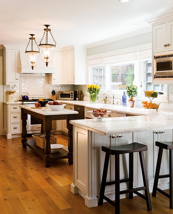 Make the windows an integral part of the traditional kitchen design