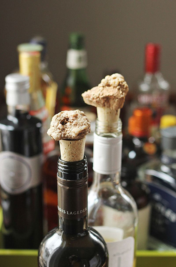 Mineral wine bottle toppers