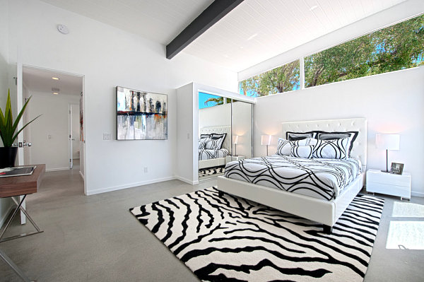 Mirrored sliding doors in a contemporary bedroom